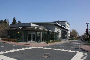2001. Einweihung der neuen Aula und Sporthalle.